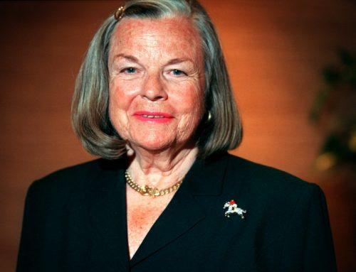 Joan Irvine Smith Dies